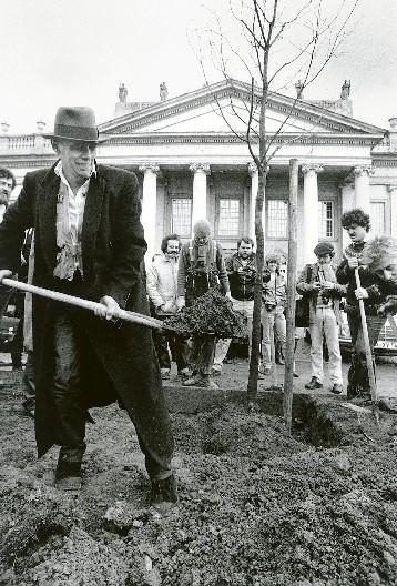 Ο Joseph Beuys επί το έργον