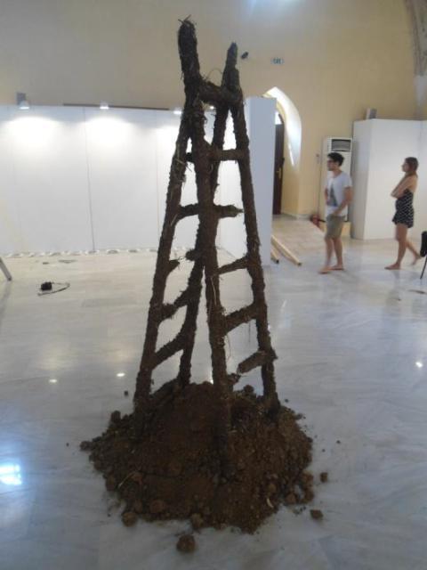 ΜΕΡΙΑΝΟΣ σκάλες  από  χώμα