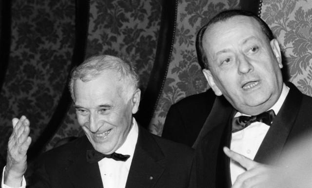 Chagall και Malraux στην Όπερα του Παρισιού για τα εγκαίνια της οροφής. © BERNARD ALLEMANE  INA