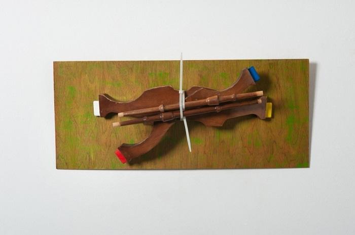 Το άλογο του Mondrian. Ξύλο, χρώμα, πλαστικός σφιγκτήρας, 2015